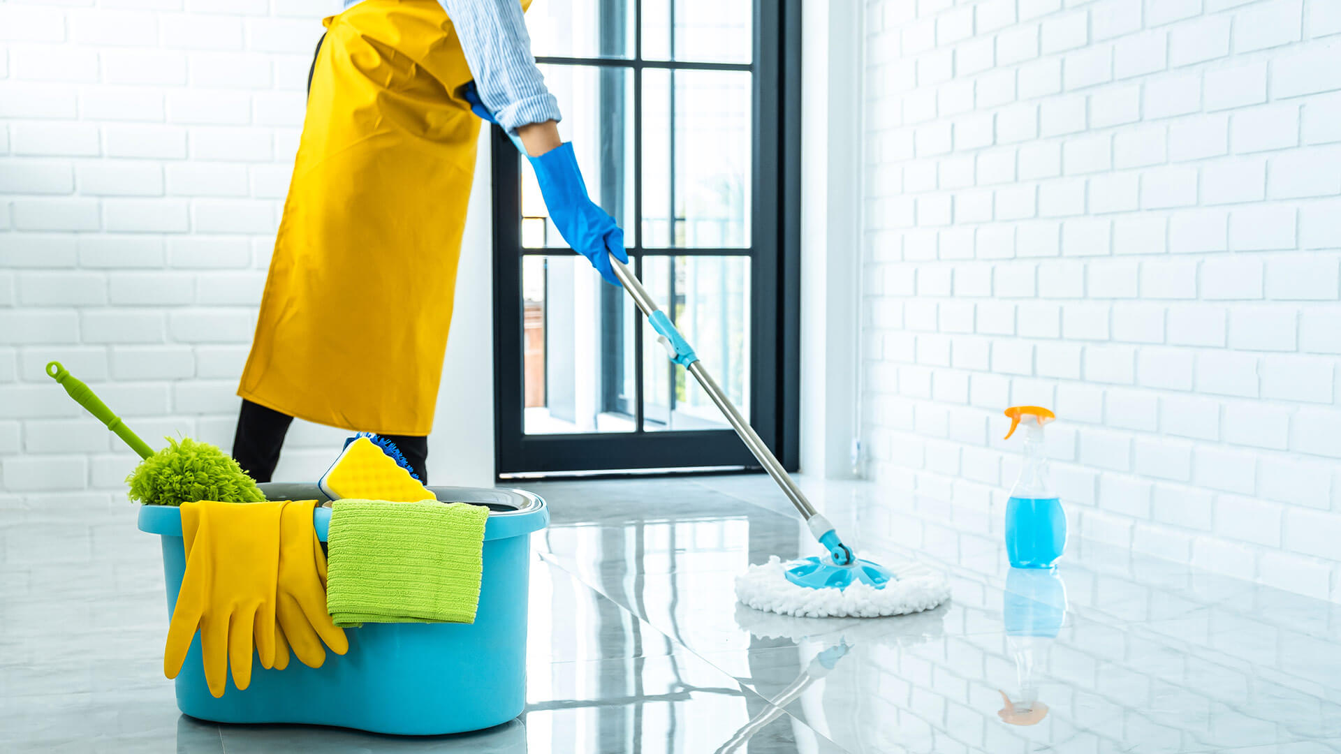 Safe and healthy service from the cleaning company (societe de nettoyage)