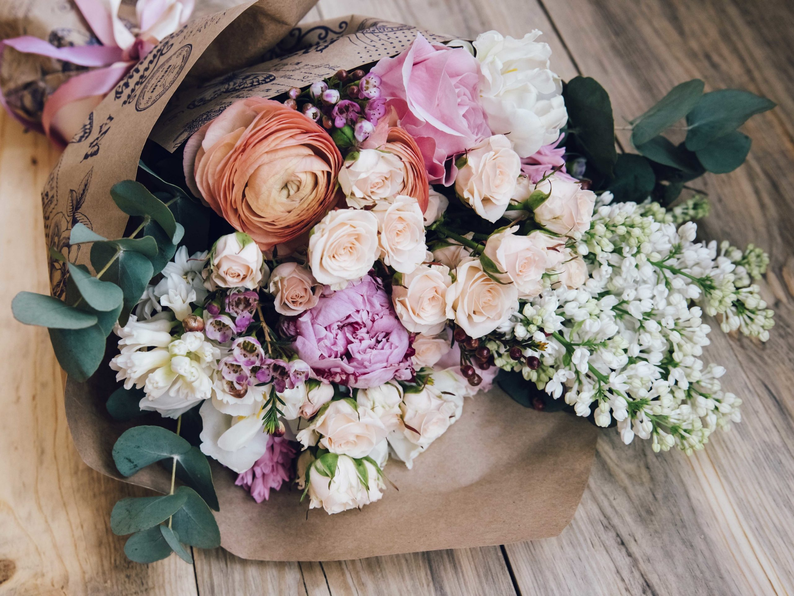 Learn Flowers are best to show the interior design with great beauty